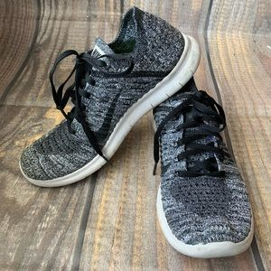 Nike free rn flyknit black and gray size 7